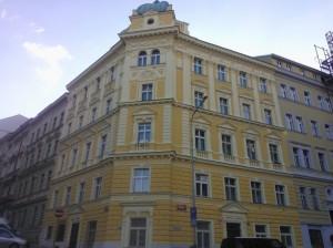 Rekonstrukce historické secesní fasády vč. štukových plastik na bytovém domě v Praze Žižkov ul. Blatníková 16