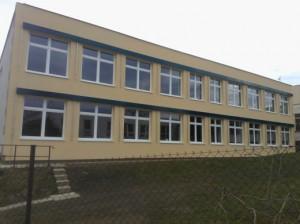 Zateplení učebnového pavilonu ZŠ Čerčany vč. instalace venkovních žaluzií
